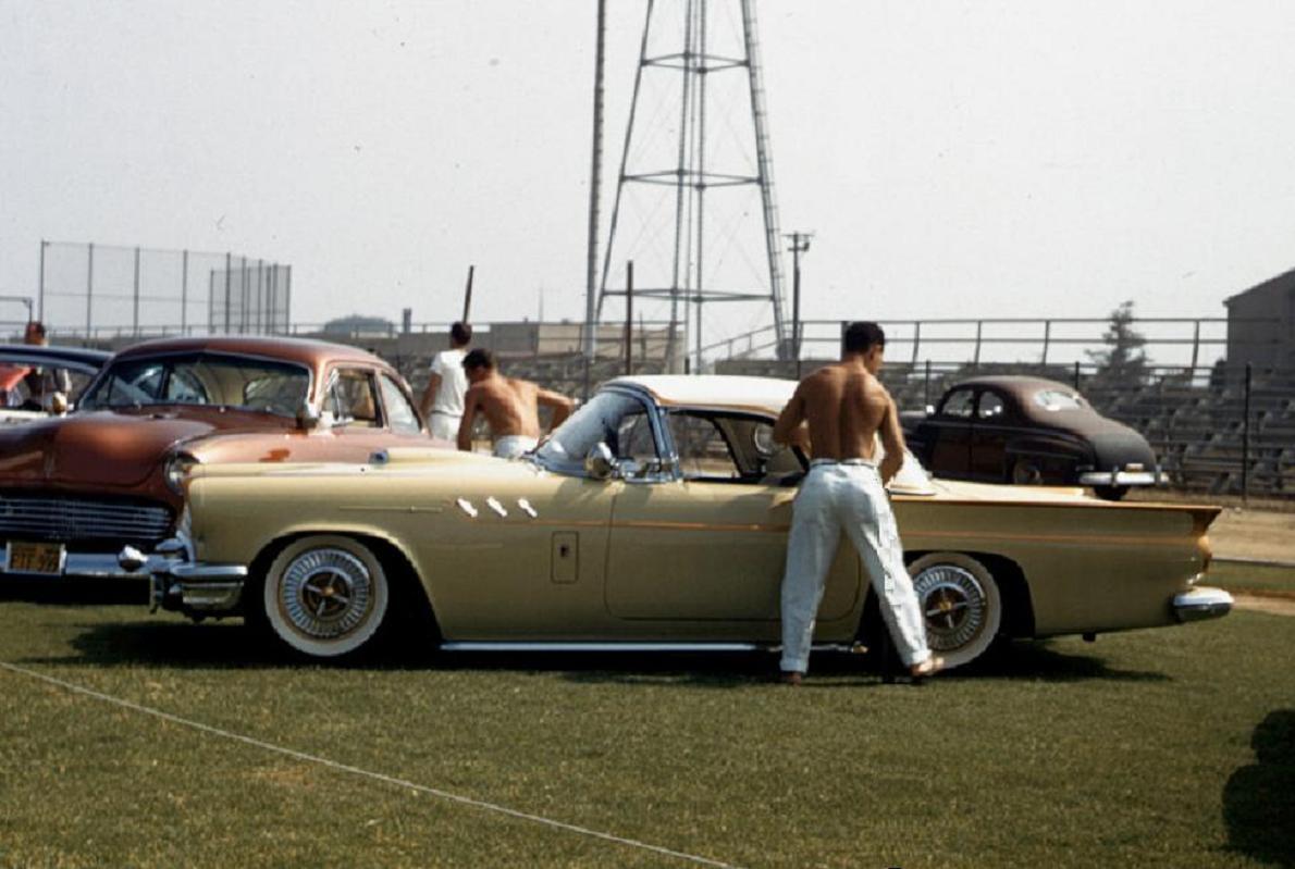 0 car show 1957 HS, LA, CA 08 1957 T-Bird.jpg