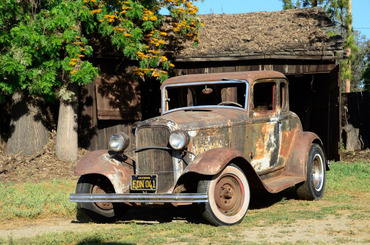 001-coleman-1932-ford-coupe-front-three-quarter-alt-5.jpg
