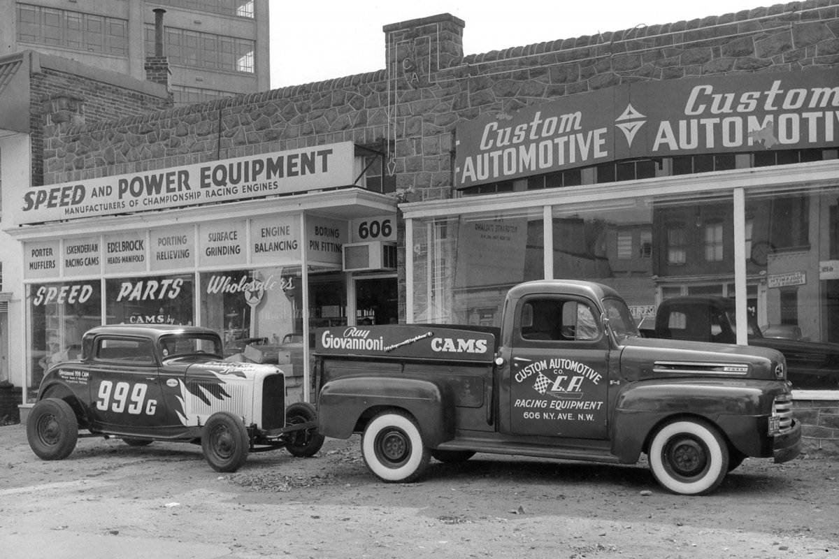 002-davis-roadster-with-pickup-at-speed-shop_sml.jpg