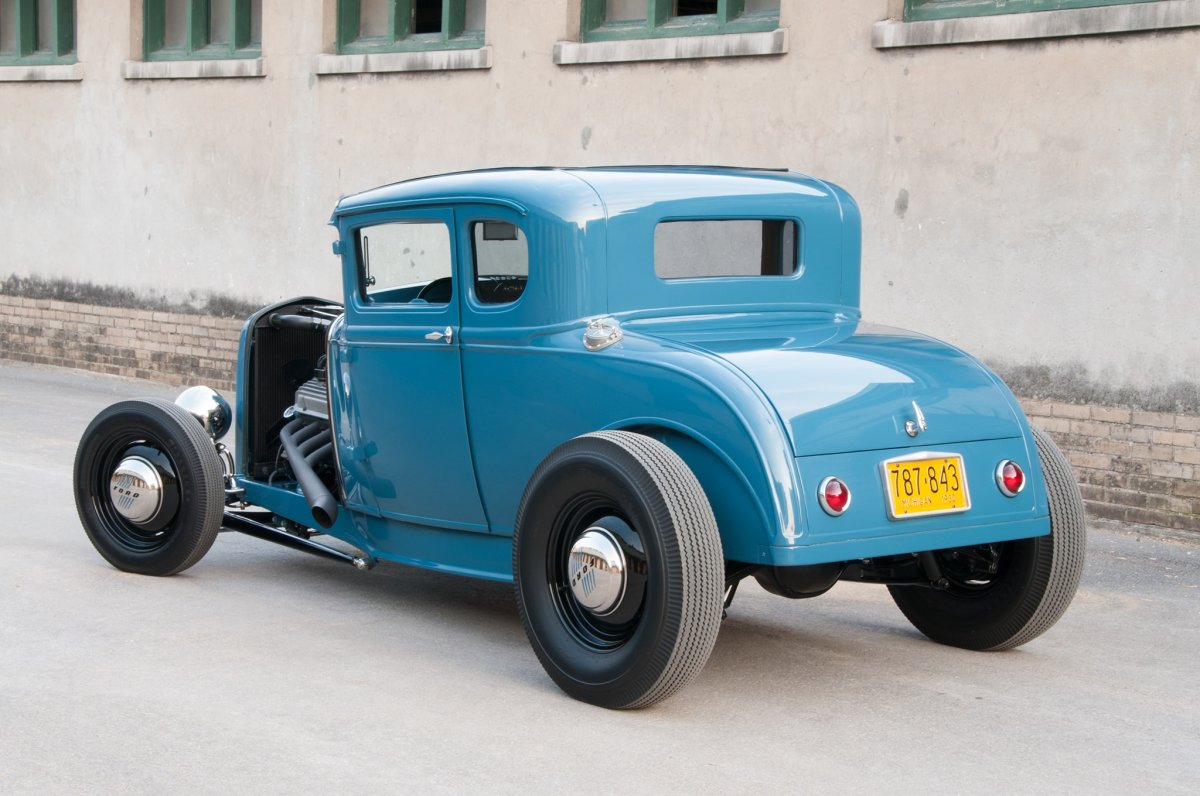 003-1930-ford-coupe-rear.jpg