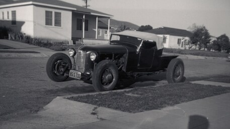 006-rose-1927-ford-model-t-roadster-pickup-front-three-quarter-street.jpg