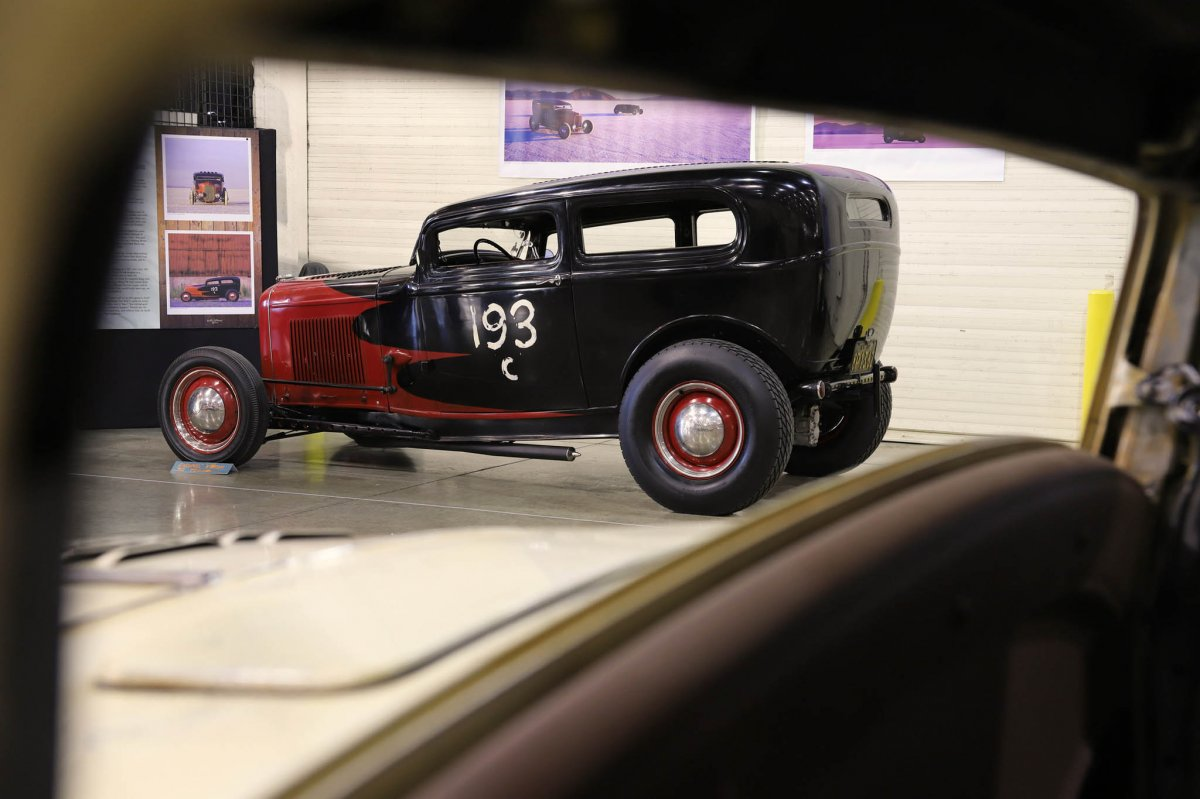 008-2018-grand-national-roadster-show-rolling-bones-varni-1932-ford-tudor.jpg