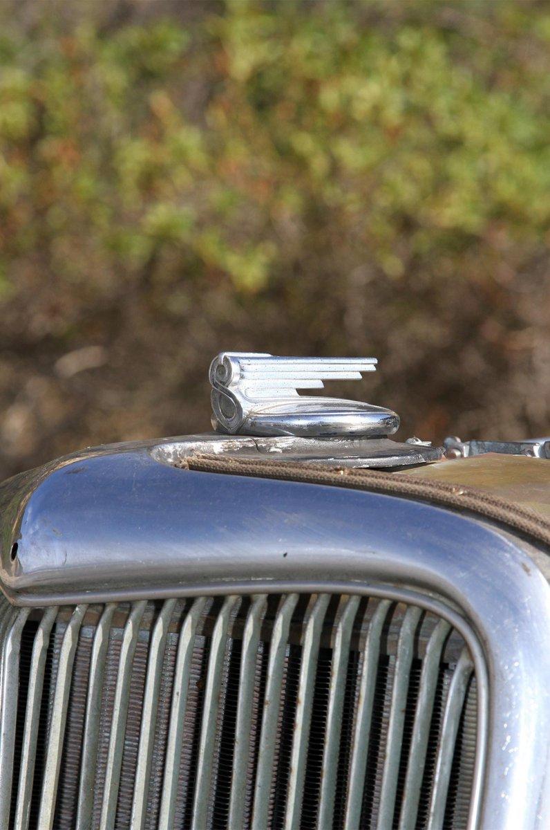 008-von-minden-1934-ford-coupe-radiator-cap.JPG.jpg