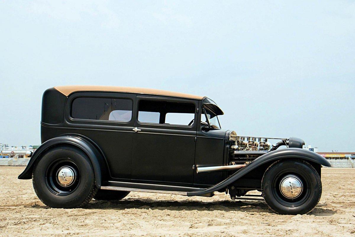01-1930-ford-tudor-sedan-helmuth-(2).jpg