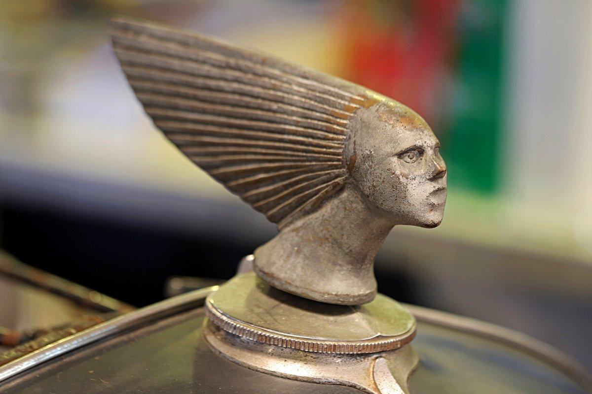 017-gommi-collection-sidebar-1932-ford-roadster-radiator-cap.jpg