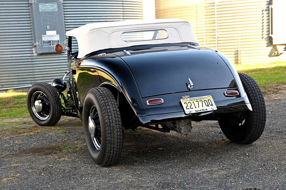 019-picaro-the-fly-1934-ford-roadster-rear-three-quarter-(2).jpg