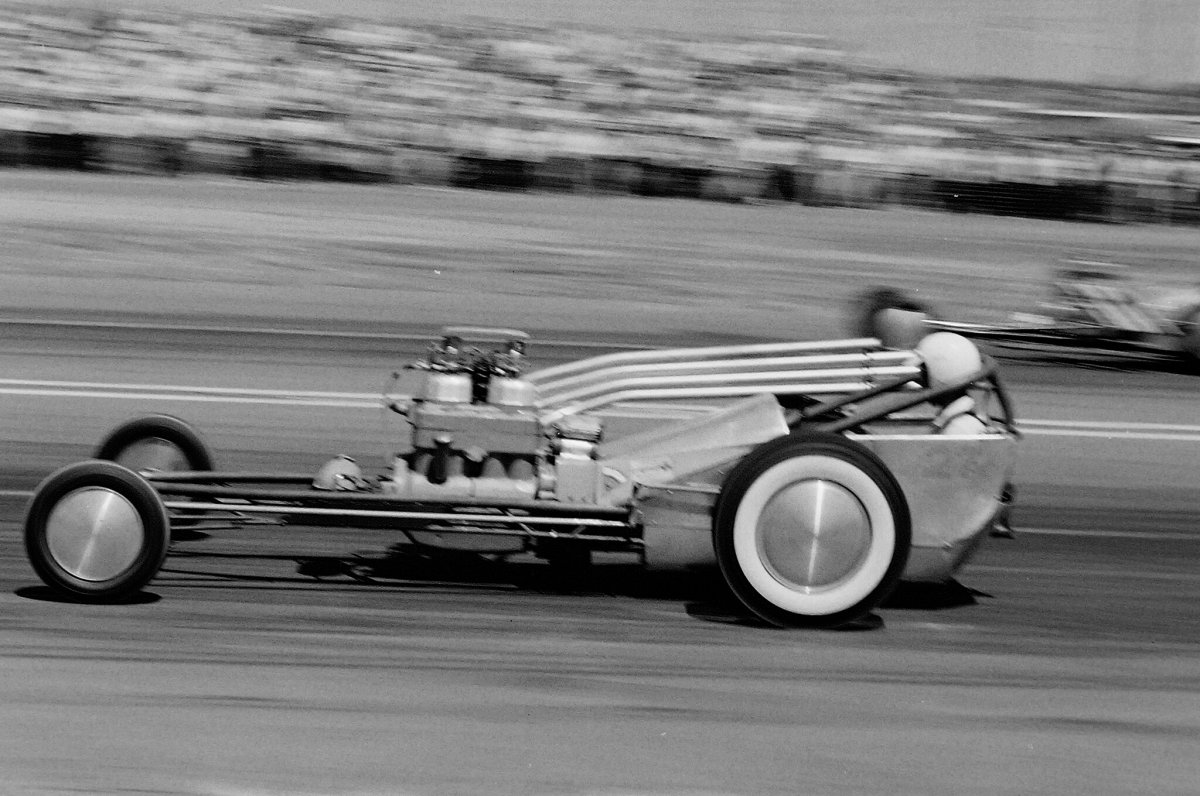 023-power-struggles-1958-two-dragsters-action-pan-side.jpg
