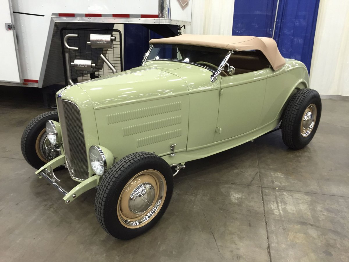 037-2015-nsra-nationals-exhibitor-display-cars.jpg