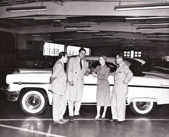 06-dickerson-motors-debbie-reynolds-1955.jpg