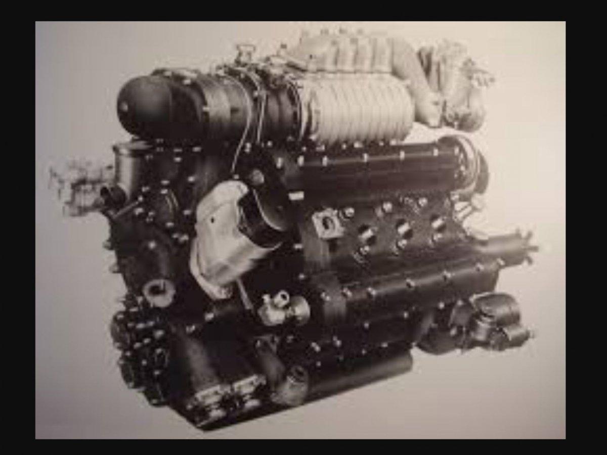 1 engine Pegaso motor supercharged.jpg