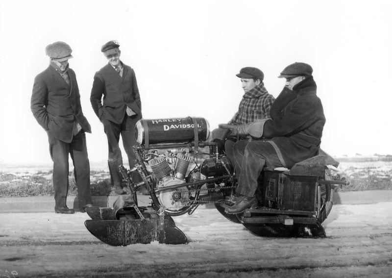 "108 1913 ""motor bob"" snowmobile based on an H-D engine..jpg"