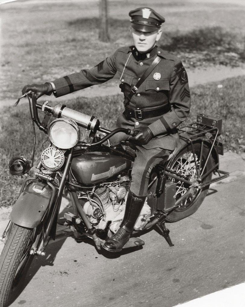11 PA Highway Patrol 1932.jpg