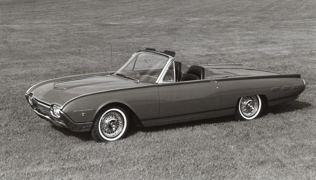 120 1962 Thunderbird Sports Roadster Promotional Photo.jpg