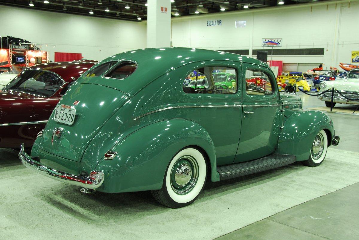 1201sr-17-z-bill-whetstone-1940-ford-sedan-detroit-autorama.JPG.jpg