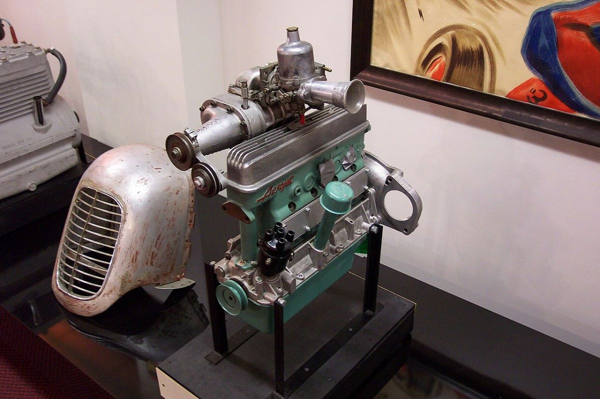 1280px-Crosley_racing_engine.jpg