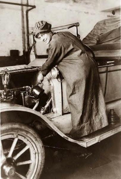 19 Jones, Rosalie, auto salesman, 1920.JPG