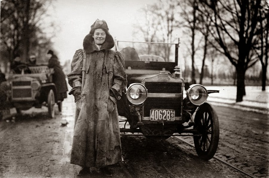 1909_first_woman_to_cross_usa_by_car.jpg