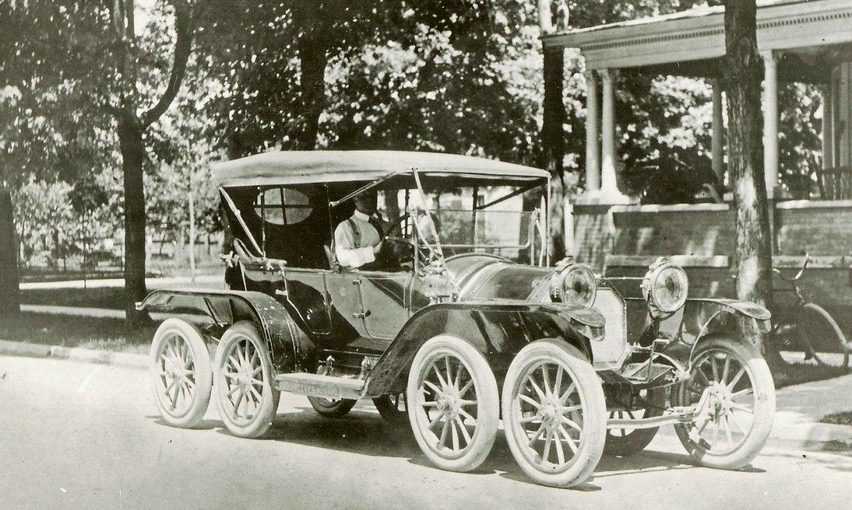 1911 Reeves Octoauto.jpg