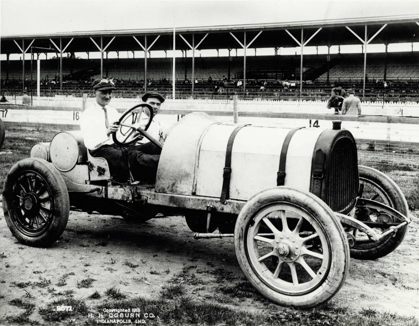 1913-Indianapolis-500-Howdy-Wilcox-Foxs-Gray-Ghost-POPE-HARTFORD-HH-COBURN-Indianapolis.jpg