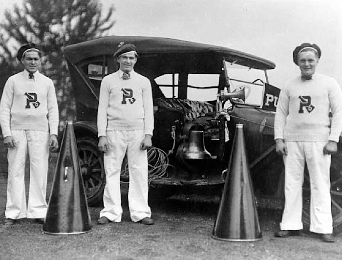 1913 Puget Sound University Cheer Squad.jpg