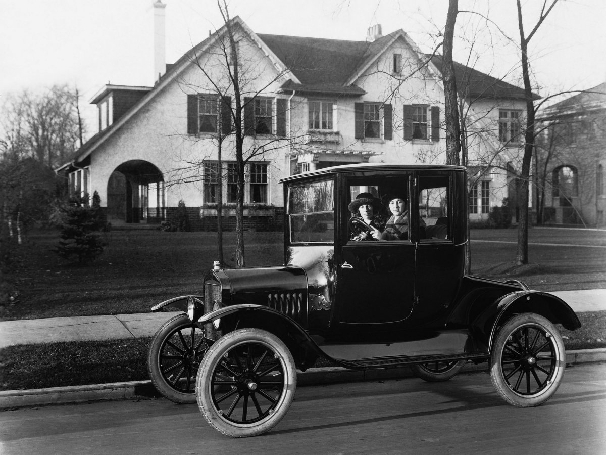 1920_Ford_Model-T_Coupe.jpg