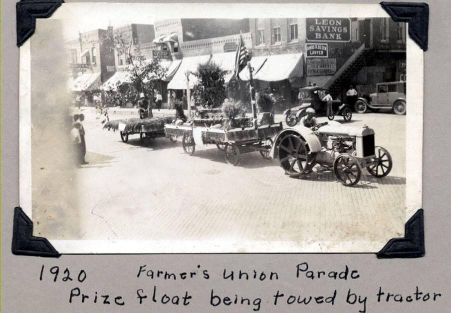 1920fParadeTractor.jpg