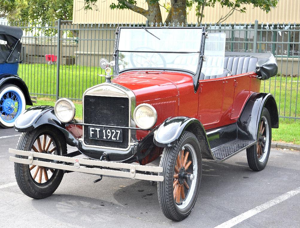 1927_Ford_Model_T.jpg