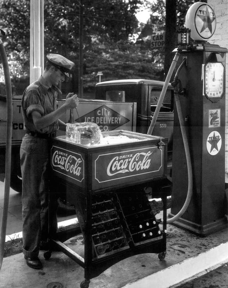 1930 Coca Cola ice delivery.jpg