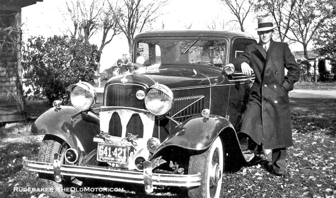 1932-Ford-Loaded-With-Accessories-1080x638.jpg