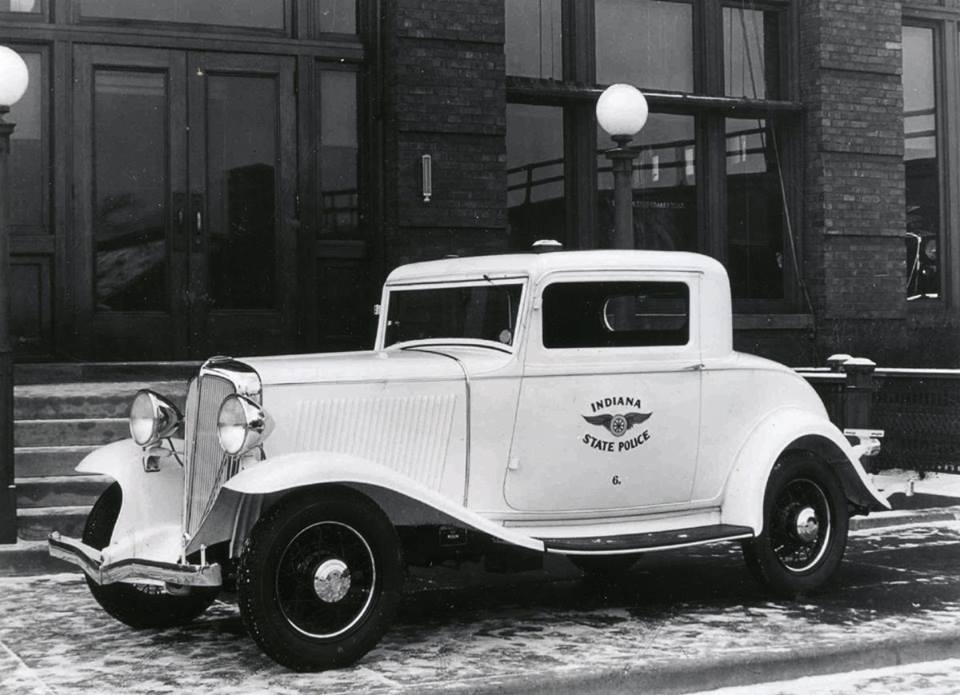 1934 police Indiana coupe.jpg