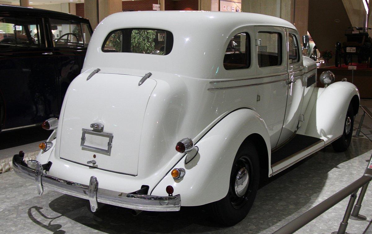 1935 Chrysler Airstream rear.jpg