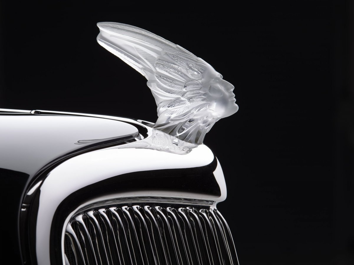 1935-Ford-2-Dr-Coach-hood-ornament.jpg