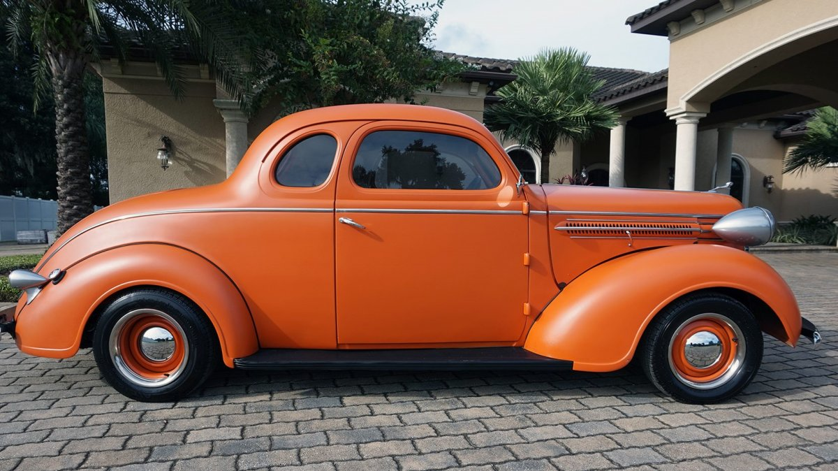 1937 Dodge Coupe (2).jpg
