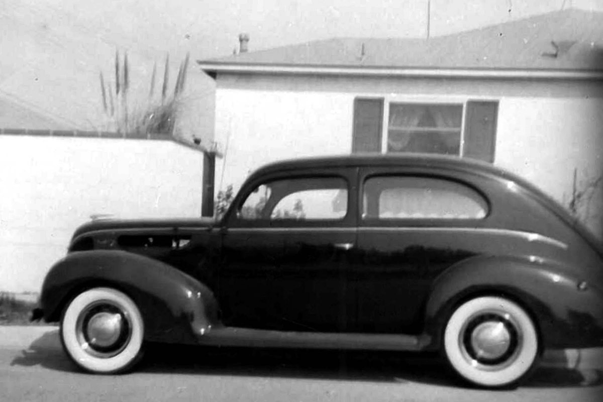 1938 Ford Deluxe Tudor at home.jpg