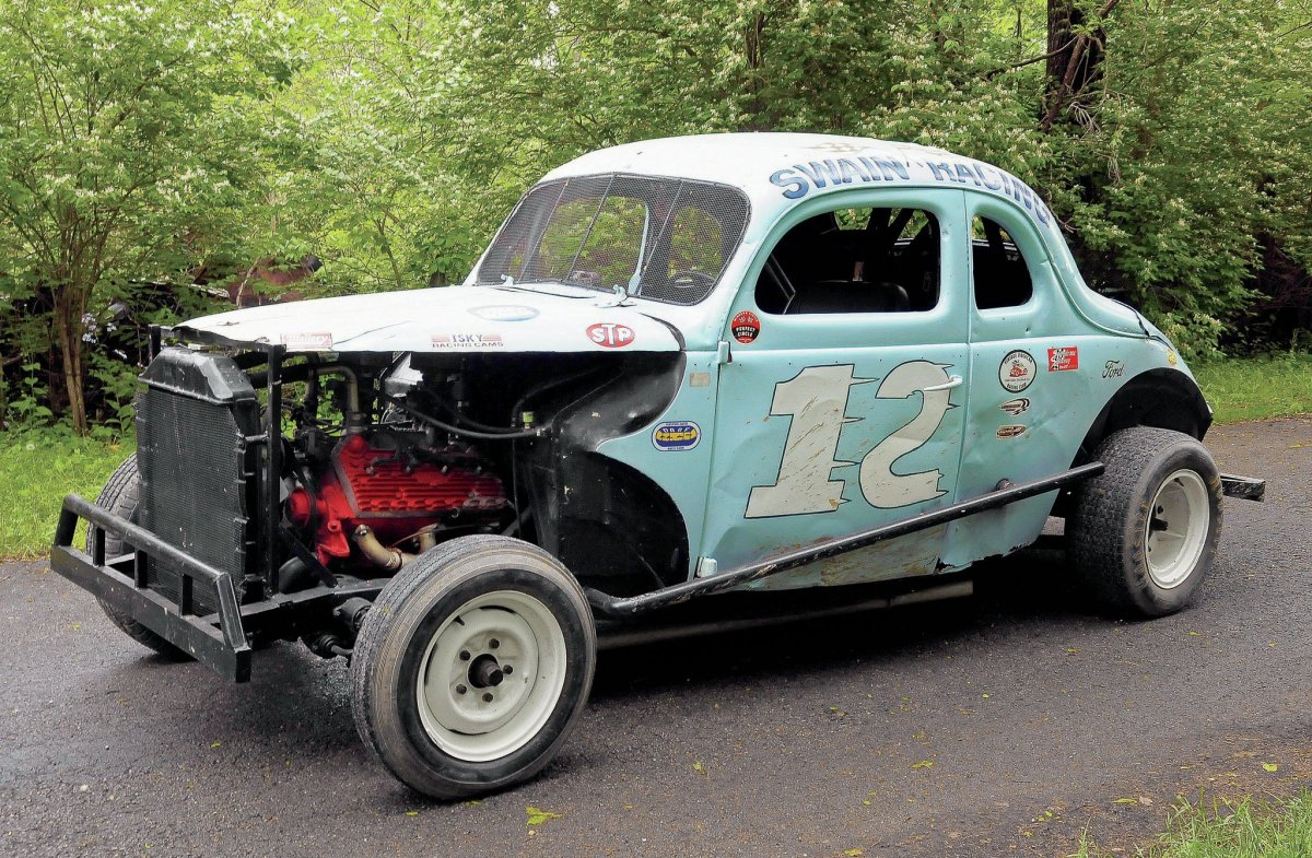 1940-ford-coupe-three-quarter.jpg