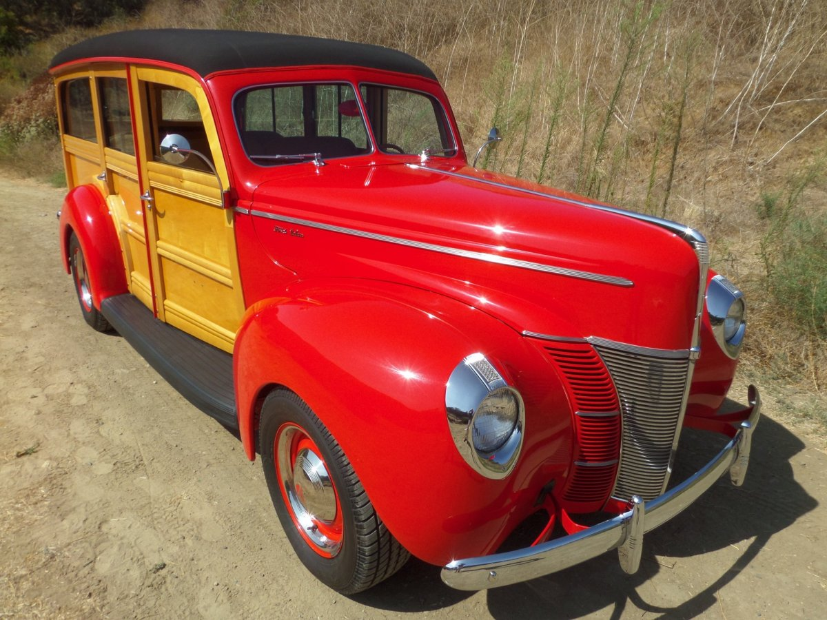 1940-ford-deluxe-woody-station-wago.jpg