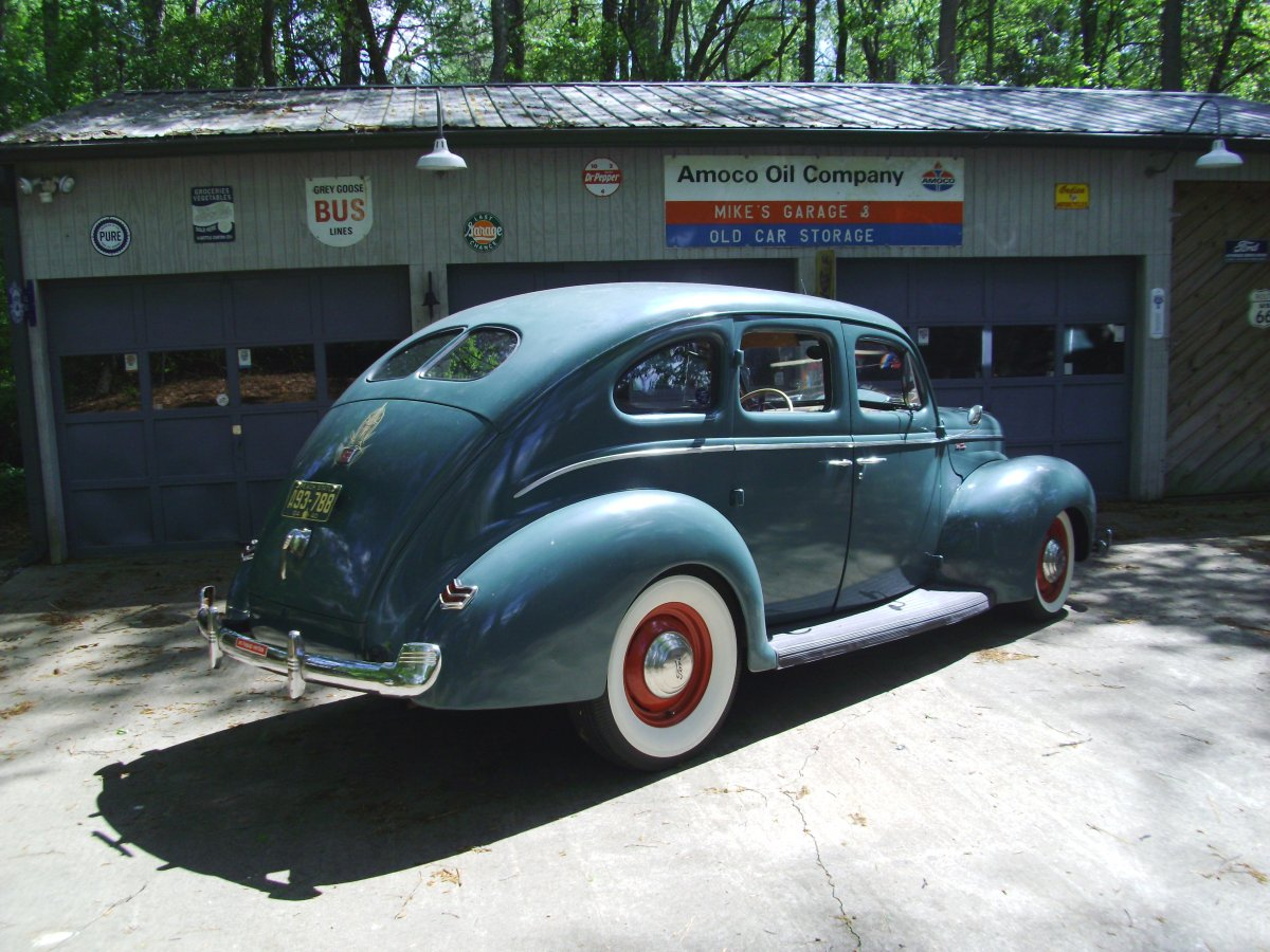 1940 Ford sedan 003.JPG