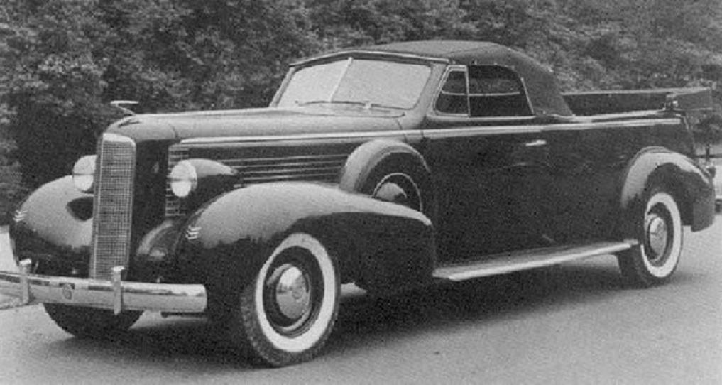 1940 LaSalle flower car.jpg