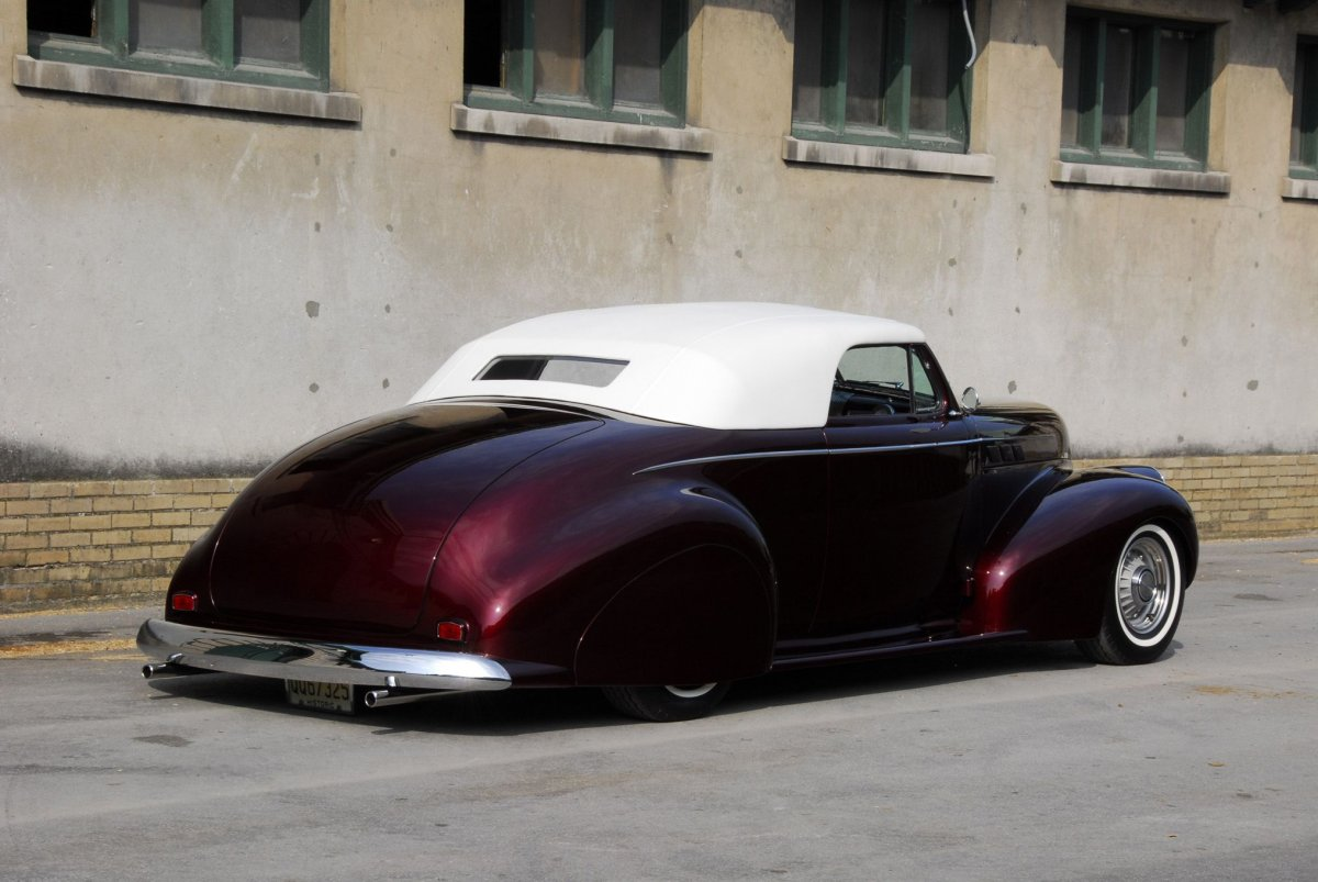 1940-pontiac-custom-rear.jpg