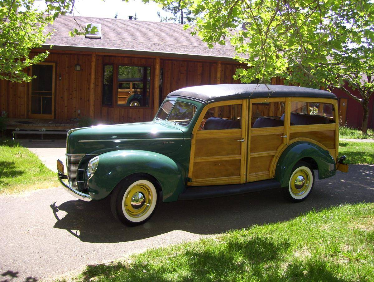 1940_ford_deluxe_woody_wagon_100775602498538421.jpg