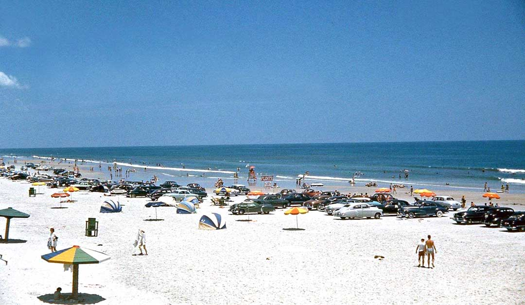 1940s-and-1950s-cars-on-Daytona-Beach.jpg
