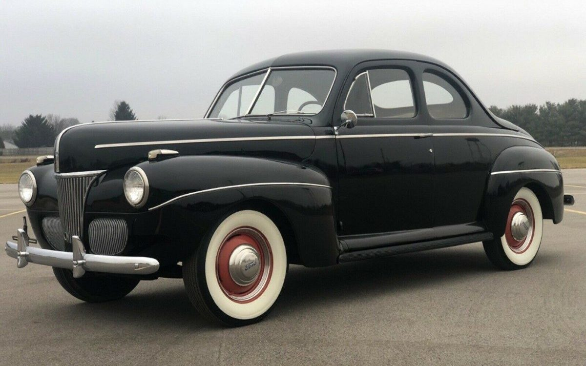 1941-Ford-DeLuxe-Coupe2.jpg