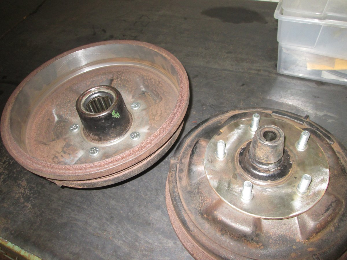 1941 mercury lincoln brakes and 3spd swap 003.JPG