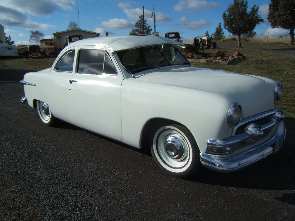 1951 Ford Club Coupe 006.jpg