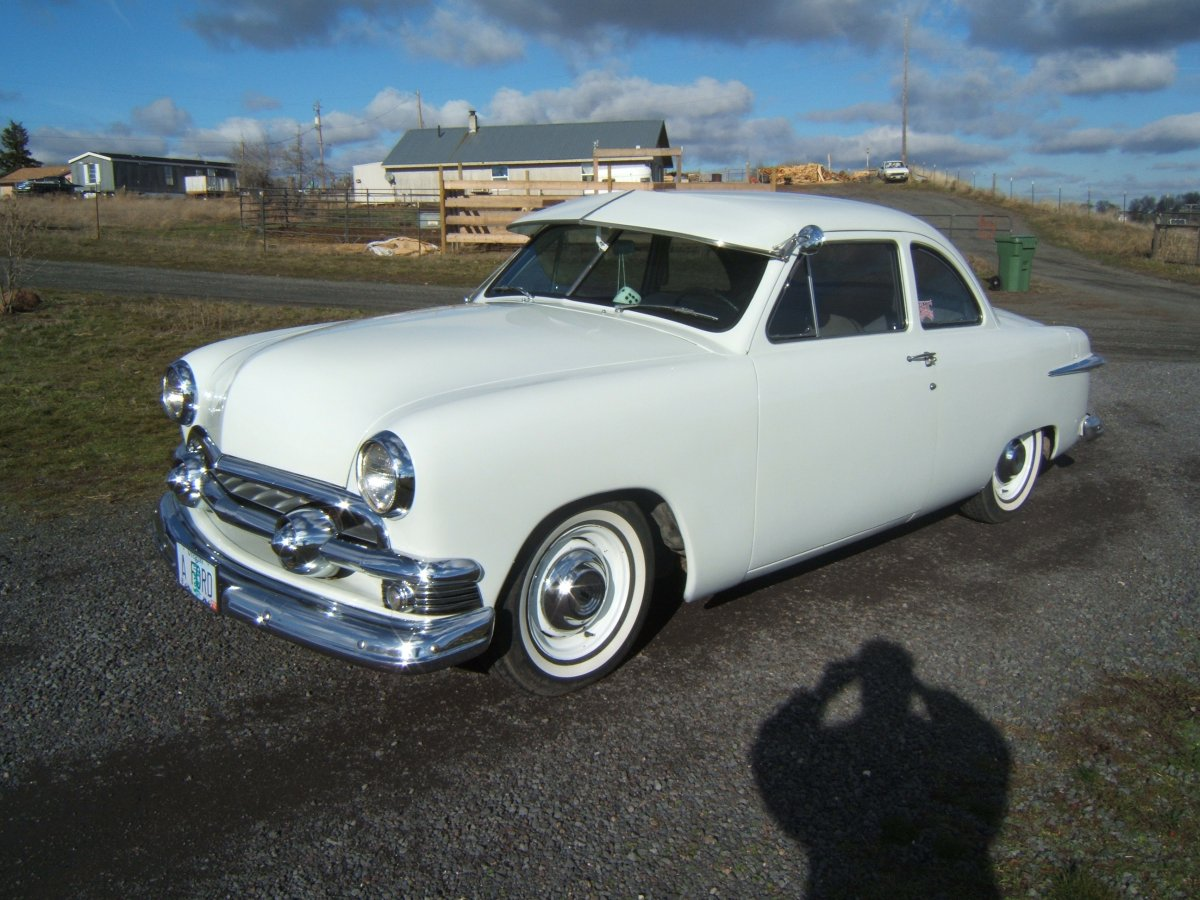 1951 Ford Club Coupe 007.jpg