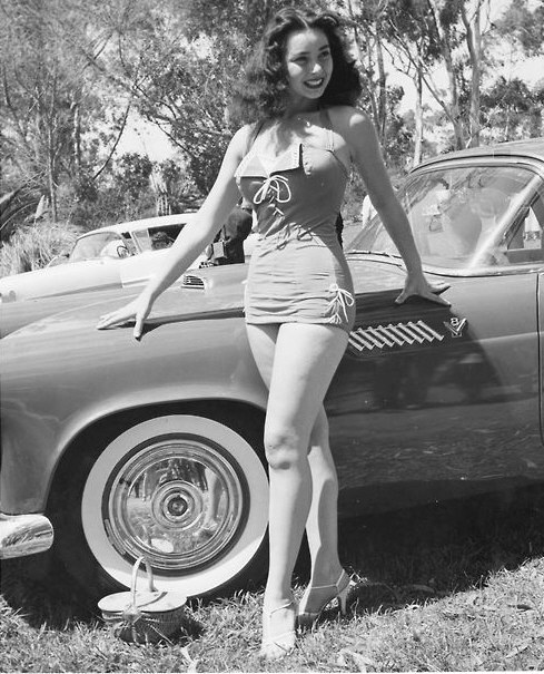miss and cars - Page 6 1956-ford-thunderbird-and-girl-model-jpg