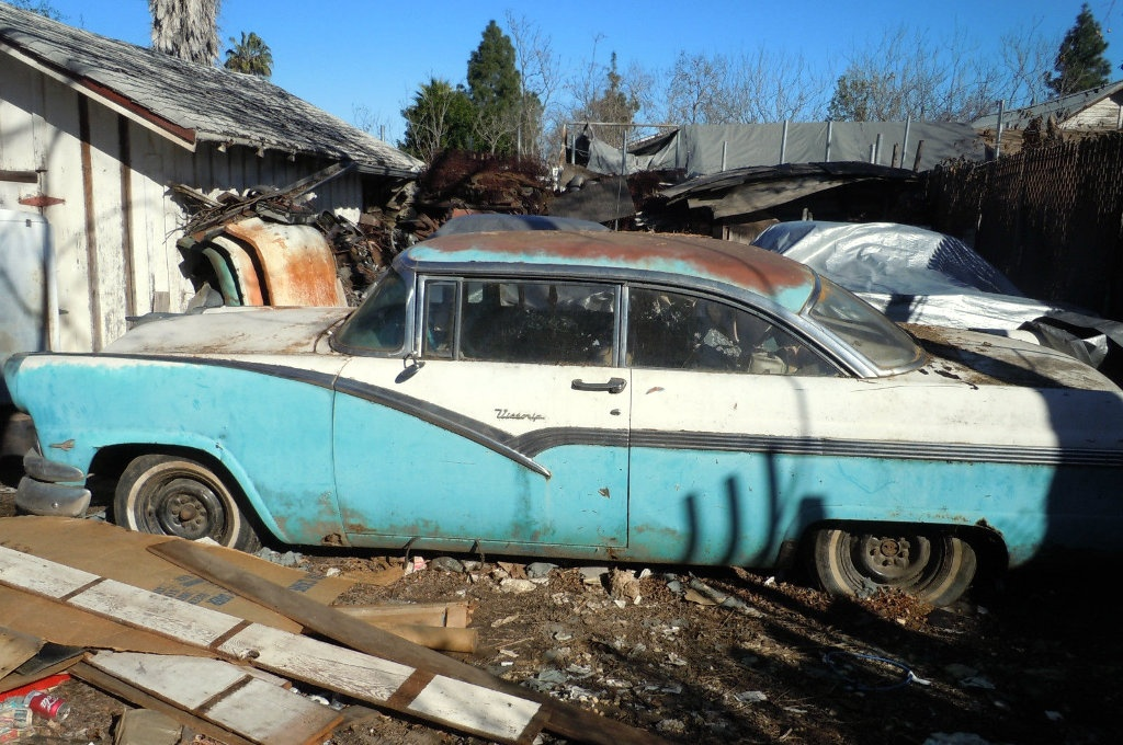 1956-Ford-Victoria.jpg