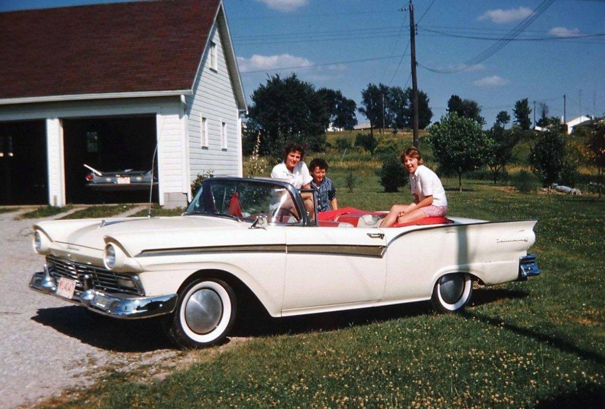 1957 Ford convertible w- girls salt flat caps Moon.jpg