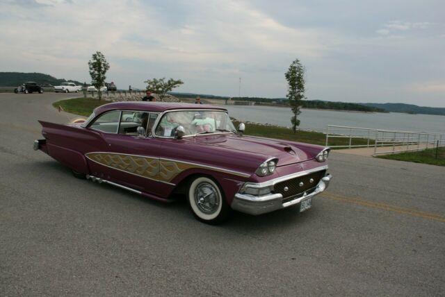 1958-ford-fairlane-customized-1.jpg