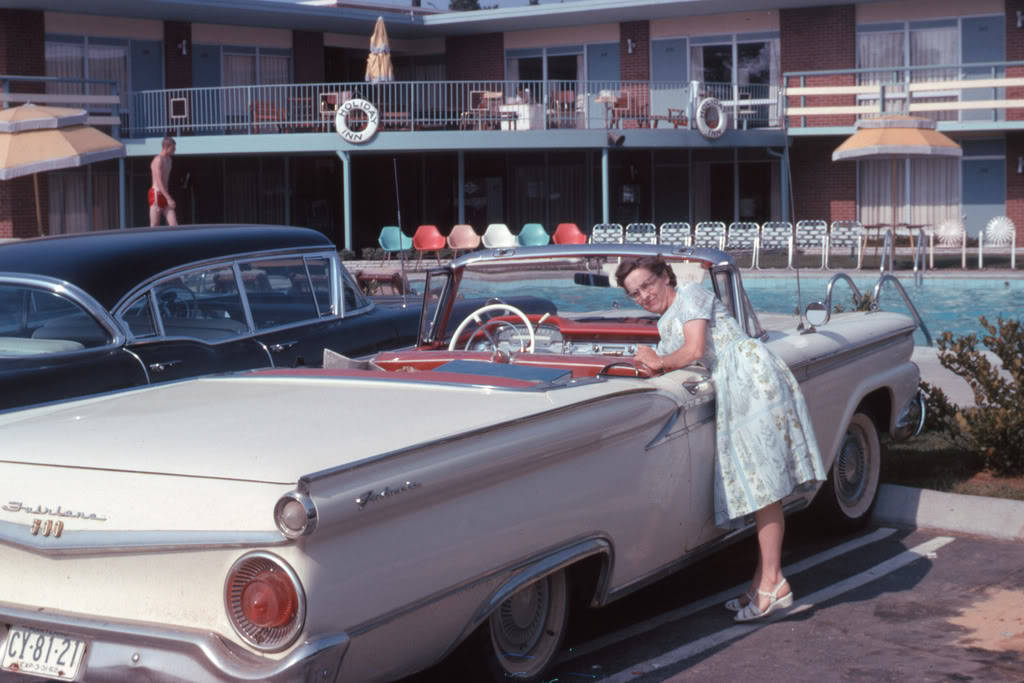 1959 Fairlane Skyliner.jpg